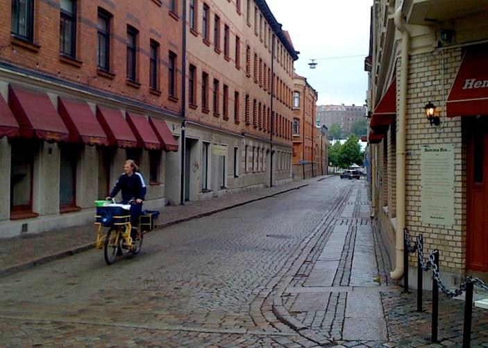 Det var länge sedan jag såg en postiljon på cykel.
